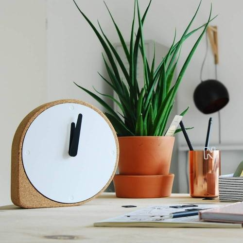 Clork Clock - The Right Combination of Simple Forms with Natural Material