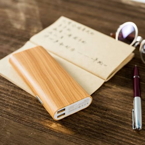 Emie - Wood design iPhone charger.