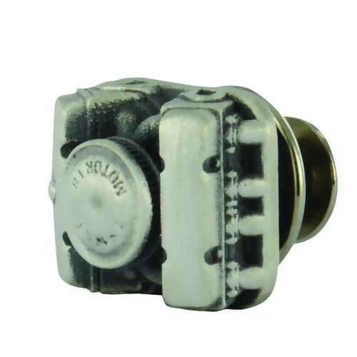 Lapel Button V8 Vintage