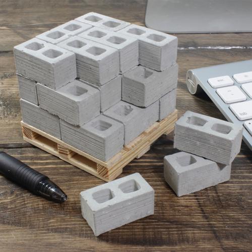1:12 Cinder Blocks: 24 Pack + Pallet | Mini Materials